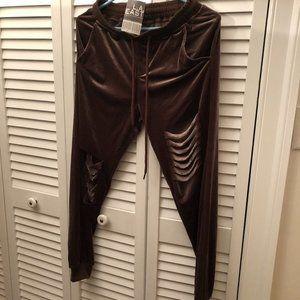 LA East women distr. jgger pants, maroon velve